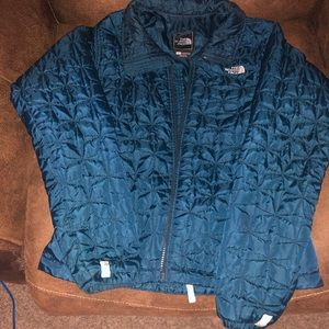 Ladies size small North Face jacket.